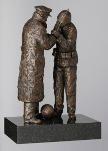 Match Of The Day (1914 Christmas Truce) - Bronze